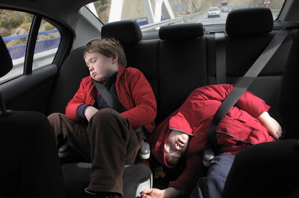 boys_in_car